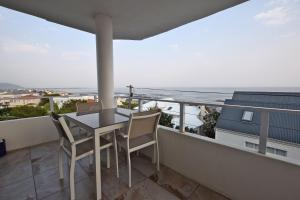 A balcony or terrace at Apartment Dolphin House
