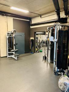 The fitness center and/or fitness facilities at Apartment London