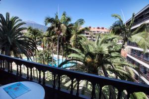 Uitzicht op het zwembad bij Coral Teide Mar of in de buurt