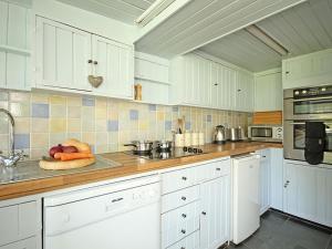 A kitchen or kitchenette at Tyddyn Serri