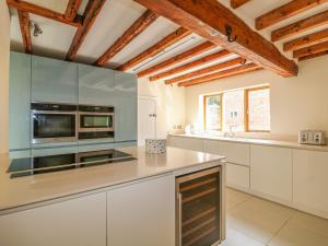 A kitchen or kitchenette at Malt House Farm