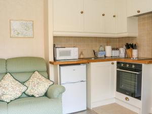 A kitchen or kitchenette at Lower Farm Annexe