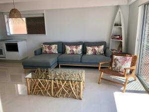 A seating area at Hillhaven Holiday Apartments