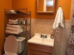 A bathroom at Comfy Studio, Perfect Location, Beaches