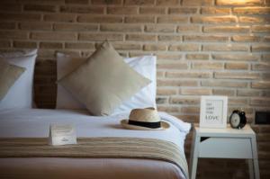 เตียงในห้องที่ Trend Suites