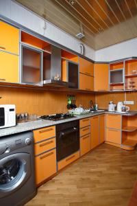 A kitchen or kitchenette at Park Bulvar Apartment