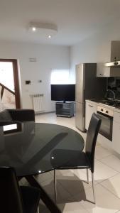 A television and/or entertainment center at Coppito nel Parco Appartamenti 1