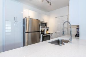A kitchen or kitchenette at Atlantic Station 2 BR Condos w Pool