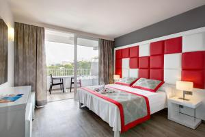 A bed or beds in a room at Mar Hotels Rosa del Mar & Spa