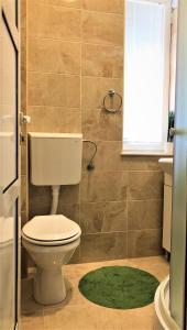 A bathroom at Cicki Apartments II
