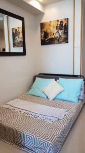 A bed or beds in a room at Reese @ Sea Residences Manila
