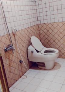 A bathroom at النايفة للوحدات السكنية المفروشة
