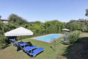 The swimming pool at or near Villa Casa Rosa