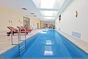 The swimming pool at or near Seasons Botanic Gardens