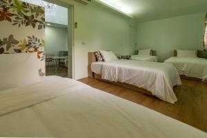 A bed or beds in a room at Yi He Golden Homestay