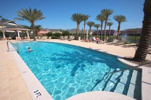 The swimming pool at or close to Coral Cay Resort 4BD Townhouse near Walt Disney World
