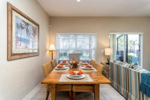 A restaurant or other place to eat at Coral Cay Resort 4BD Townhouse near Walt Disney World