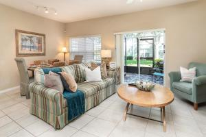 A seating area at Coral Cay Resort 4BD Townhouse near Walt Disney World