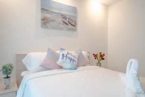 เตียงในห้องที่ Pattaya Riviera Jomtien Hotel