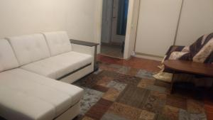 A seating area at Apartment Vistavochnaya