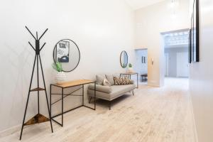 A seating area at Sonder — Spanish Steps Lofts