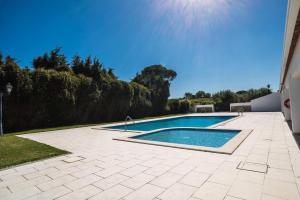 The swimming pool at or near Casa de Calhariz