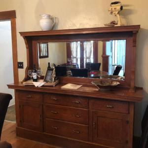 A television and/or entertainment center at Paso Vacation Homes Zinfandel Cottage