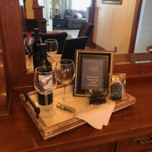 A restaurant or other place to eat at Paso Vacation Homes Zinfandel Cottage
