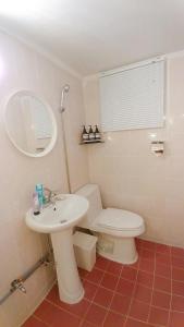 A bathroom at Sarangchae 7