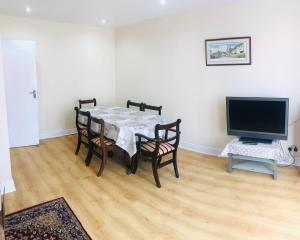 A television and/or entertainment center at Spacious flat in Harrow