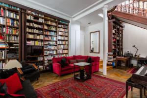 The library in the holiday home