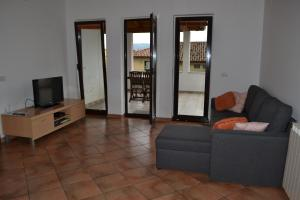 Ein Sitzbereich in der Unterkunft Apartma EYGA