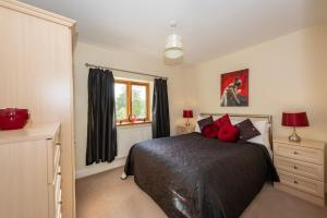 A bed or beds in a room at Simgill Farm Cottages