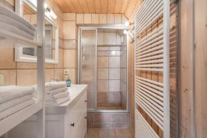 A bathroom at Landhaus Sobrigau