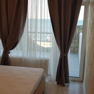 Een bed of bedden in een kamer bij МОРЕ