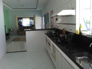 A kitchen or kitchenette at Flamboyant