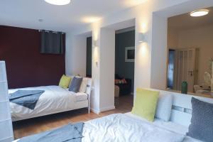 Ein Bett oder Betten in einem Zimmer der Unterkunft The garden flat