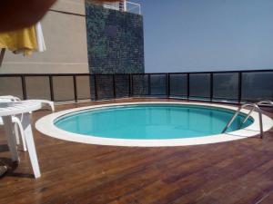 The swimming pool at or close to Apartamento Velozo Santos