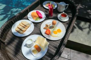 Breakfast options available to guests at Tigadis Villa
