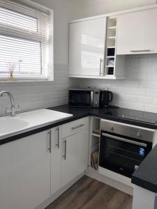 A kitchen or kitchenette at Thistledew Flat 8