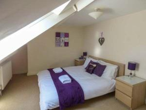A bed or beds in a room at Pannett Park View
