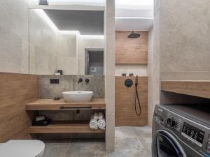 A bathroom at Loft House Premium Apartments