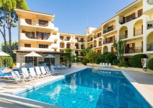 Het zwembad bij of vlak bij Apartamentos Casa Vida
