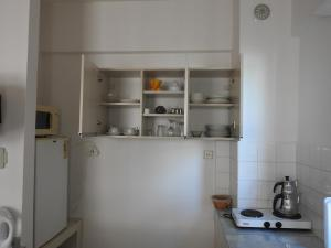 A kitchen or kitchenette at Musti Apart Hotel