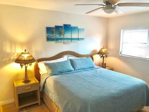 A bed or beds in a room at Island Time Rentals