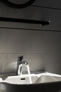 Ένα μπάνιο στο Ariadne Hotel