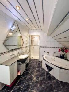 Ein Badezimmer in der Unterkunft Salzburg Langwied Apartment