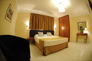 A bed or beds in a room at Onyx Apartments