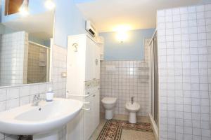 A bathroom at Casa Luigi