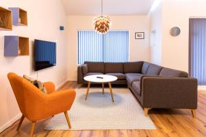 A seating area at Opal Premium Apartments